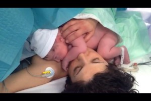 cesarea respetada   piel con piel Dona i Nen